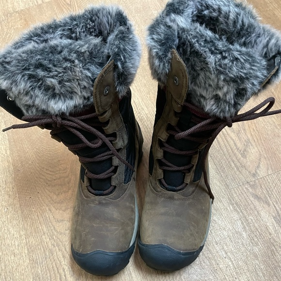 Keen Women's Brown Snow Boots Size 10 Insulated